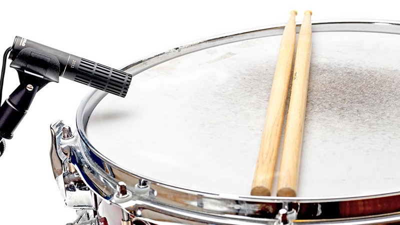 miking a snare drum